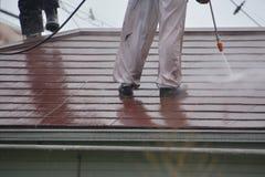 屋顶高压洗涤物  库存照片