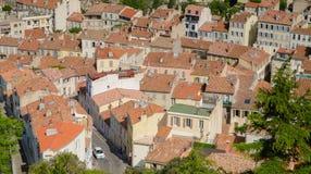 屋顶,房子鸟瞰图有铺磁砖的屋顶的在马赛,法国 免版税库存照片