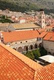 屋顶 克罗地亚方济会makarska修道院手段 杜布罗夫尼克市 克罗地亚 免版税库存照片