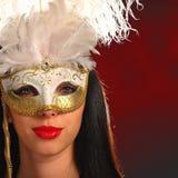 屏蔽威尼斯式佩带的妇女年轻人 免版税库存照片