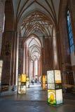 画展在圣皮特圣徒・彼得教会里  库存照片