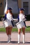 展示乐队的表现美丽的女演员编组krasnogvardeisky区自治市的合奏鼓手 免版税库存图片