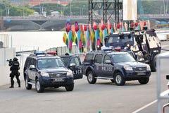展示在国庆节游行(NDP)排练期间的新加坡警察特别战术&抢救(星)单位2013年 免版税库存照片