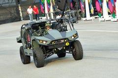 展示它新的轻的罢工车(LSV) MkII的新加坡武力(SAF)在国庆节游行(NDP)排练期间2013年 免版税库存照片
