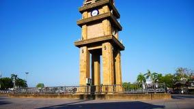 展示的古老注视着时间的钟楼和人们明代Mongkol连接点 股票视频