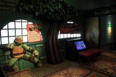 展览的数字在软的照明设备下的,这一个Ninja乌龟,强的博物馆,罗切斯特NY, 2017年 库存照片