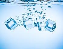 属于水的冰块 免版税库存图片