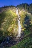 山、峰顶、湖、永恒冰和树环境美化 免版税库存图片