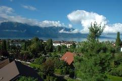 山、湖和大厦在La游览dePeilz在瑞士 库存照片