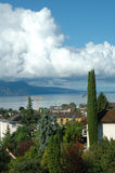 山、湖和大厦在La游览dePeilz在瑞士 库存图片