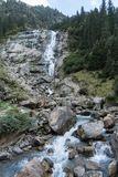 山、谷和峰顶环境美化,自然环境 阿尔卑斯高涨 免版税图库摄影