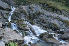 山、谷和峰顶环境美化,自然环境 阿尔卑斯高涨 库存图片