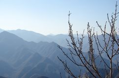 山上方山黄色山主要旅游目的地 山瓷 免版税库存照片