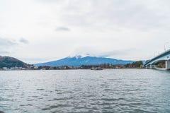 山与多云的富士圣 库存图片