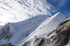 登山人在勃朗峰 免版税库存图片