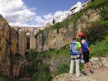 登山人在朗达,西班牙。 免版税库存图片