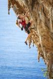 登山人女性岩石年轻人 库存照片