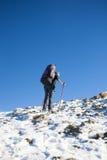 登山人是在倾斜 免版税库存图片