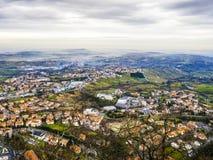 山全景在早m的圣马力诺共和国 库存图片