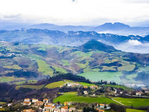 山全景在早m的圣马力诺共和国 图库摄影