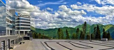 山全景在Krasnaya polyana的 免版税库存图片