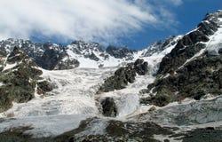山冰川和峰顶风景 免版税库存图片