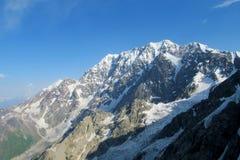 山冰川和峰顶风景 免版税图库摄影
