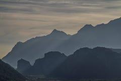 山剪影在Arco中 免版税图库摄影