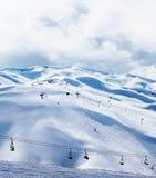 山区度假村滑雪冬天 库存图片