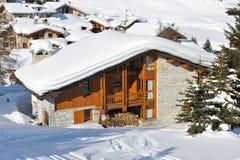 山区度假村滑雪 免版税库存图片