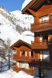 山区度假村滑雪 库存照片