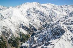 山厨师与从直升机,新西兰的范围风景鸟瞰图  免版税库存照片