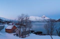 山反射, Ersfjordbotn,挪威风景  免版税图库摄影
