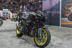 山叶FZ-10在显示的赤裸Sportbike 库存图片