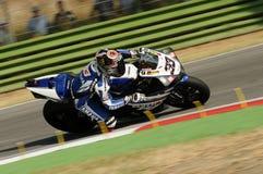 山叶YZF山叶世界超级摩托车队R1,驾驶由行动的马尔科・梅兰德里在伊莫拉电路的超级摩托车实践期间 免版税图库摄影