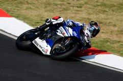 山叶YZF山叶世界超级摩托车队R1,驾驶由行动的马尔科・梅兰德里在伊莫拉电路的超级摩托车实践期间 免版税库存照片