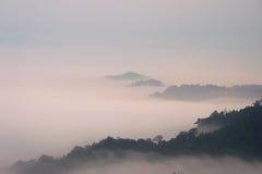 山和云彩在森林泰国里 免版税库存照片