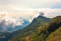 山和云彩阶段特性清莱 免版税库存照片