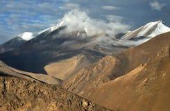 山和云彩 免版税图库摄影