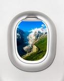 山和冰川看法从飞机窗口 免版税库存图片