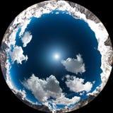 山和天空与云彩 免版税库存照片