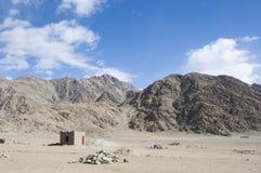 山和天空看法对Nubra谷, Leh 免版税库存图片