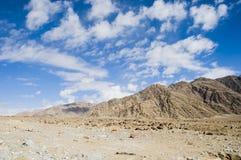 山和天空看法对Nubra谷, Leh 免版税库存照片