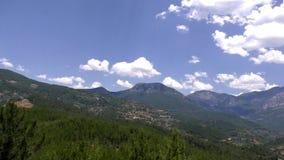 山和天空美丽的景色与蓝色云彩 影视素材