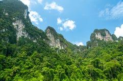 山和天空风景  图库摄影