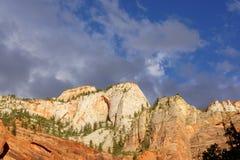 山和天空 库存照片