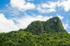 山和天空 免版税图库摄影