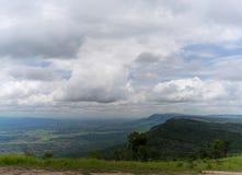 山和天空 免版税库存图片