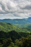 山和天空 免版税库存照片