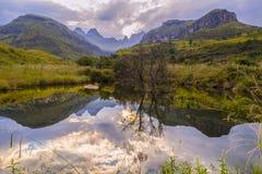 山和水的激动人心的景色在德肯斯伯格, Sou 免版税图库摄影